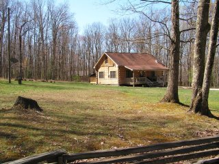 Beautiful Log Cabin near the New River Gorge with Game Room-Sleeps 12