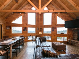 Asheville's Blueridge Bear Cabin: Large Log Cabin with Views and Hot Tub