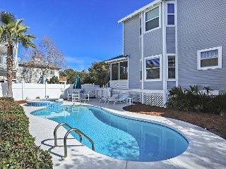 BEAUTIFUL 4 BDRM HOUSE FOR 14! WITH PRIVATE POOL!