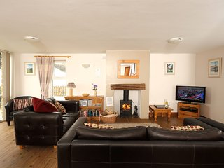 Oak Cottage (Sleeps 8) Great for Families and Friends