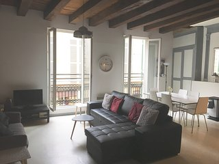 Stunning 2 bed apartment in central old town Bergerac
