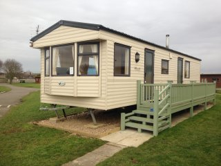 L57-BEAUTIFULLY MAINTAINED STATIC CARAVAN -5 MINUTES FROM THE BEACH