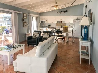 Waterfront home w/ dock, shared pool & hot tub - Cabana Club access