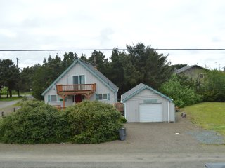 New Listing in Nedonna Beach! - The Starkey's Beach House - 3 Bedroom, Sleeps 7