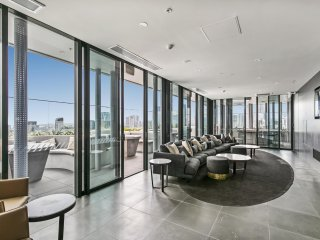 Luxury apartment with sweeping CBD views