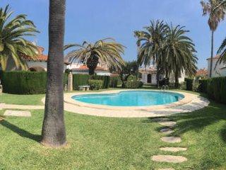 Villa con piscina en Oliva Nova a 50m de la playa