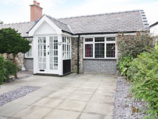 1 NEW INN TERRACE, cosy retreat, pet friendly, lovely touring base, Ref 973415