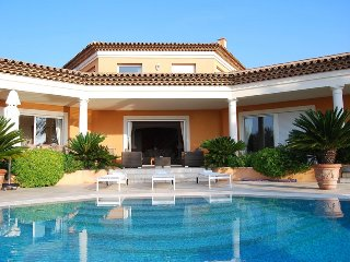 211031 6-bedroom ultraluxe villa, sea views, heated pool,close to beach and golf
