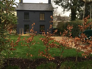 4 bed detached house, large garden, ample off road parking
