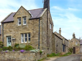 LIME TREE COTTAGE, family friendly, character holiday cottage, with a garden in