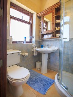 Ensuite shower, toilet and vanity adjoining Ghammar bedroom