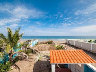 Absolute Beach Front Home - Crucita