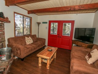 *SUGARLOAF ALPINE ESCAPE CHALET~Minutes To All~
