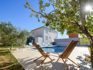 Villa Mala Kate - Four Bedroom Villa with Private Pool with Jacuzzi
