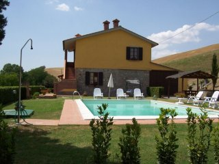 Fattoria Spedaletto Villa Sleeps 8 with Pool - 5490491