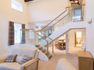 Netherby Hall - Sir Walter Scott Apartment (Sleeps 4)
