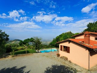 4 bedroom Villa in Cortona, Tuscany, Italy : ref 5490591