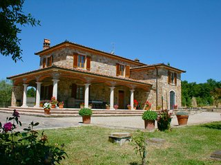 Molino del Calcione Villa Sleeps 8 with Pool and WiFi