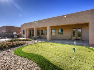 Luxury house w/ gourmet kitchen & spacious yard - golf & hiking nearby!
