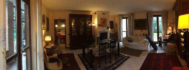 Living room for wintertime breakfast