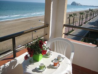 Primera Línea de Playa Frontal Mar y Castillo Pkng WiFi A/A,4ª planta Peñíscola