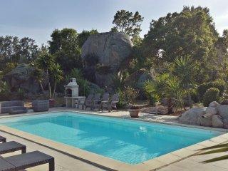 villa  piscine chauffée ,plage de sable à 900m, calme jardin 2000 m