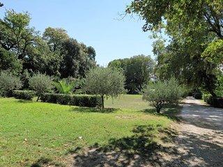 Dans parc exceptionnel et securise, annexe de bastide du XVIII parking, au calme