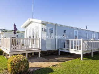 6 berth Lodge at Manor Park Holiday Park. In Hunstanton. *Pet allowed REF 23188K