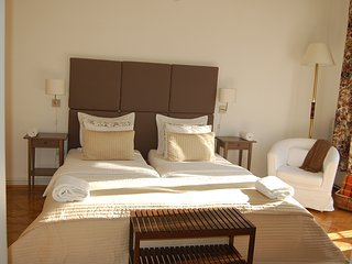 SZUKKOT 3 bedroom 2 bathroom, balcony suit in OLD JEWISH quarter,AC,free minibar