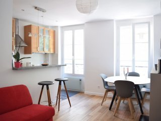 Wonderful apartment near Ternes & Champs Elysees