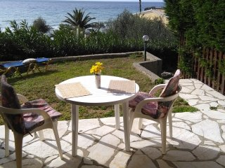 Menigos resort 43 ground floor apartment 30m from the beach.
