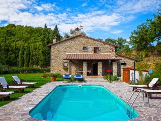 5 bedroom Villa in Misciano, Tuscany, Italy : ref 5490589