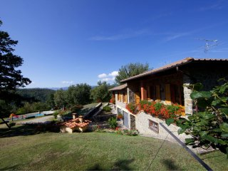 Santa Maria Villa Sleeps 8 with Pool - 5490477