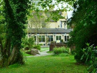 60 Strawberry Hill, Tolroy Manor
