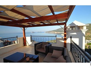 Kalkan Villa Sleeps 12 with Pool and Air Con - 5433445