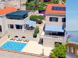 Entire floor, pool, 30m from sea, three bedrooms II