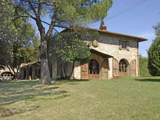5 bedroom Villa in Villa Barone, Tuscany, Italy : ref 5509656
