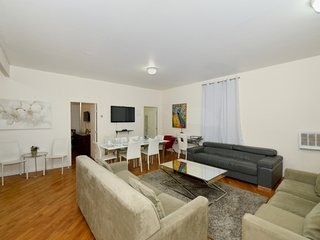 Spacious 3BR/2BA for 8 people in Manhattan - NYC