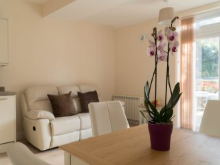 Bay Apartment, Dove Court, newly refurbished 1 bed ground floor flat nr seafront
