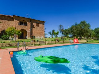 Big house with private pool at 3km from village near the Trasimeno lake