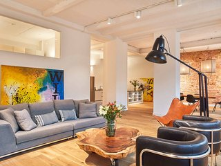 Charming and comfortable Loft with industrial details close to Potsdamer Platz