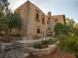 Traditional self-catering villa w/ private pool, ideal for those who love nature