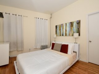 Colorful 3BR/2BA in Midtown West by Central Park