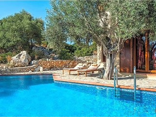 Megali Ammos Villa Sleeps 2 with Pool and Air Con - 5576443