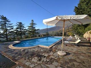 Pergaccio Villa Sleeps 10 with Pool Air Con and WiFi - 5490573