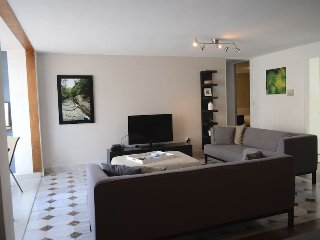 W/ Power-3 rooms, 4 beds, 2 bathrooms, 1 parking