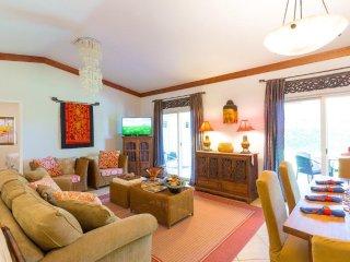 Lahaina Beach Villa, 6 Bedrooms, WiFi, Walk to Beach, X-Box, Sleeps 14 - House