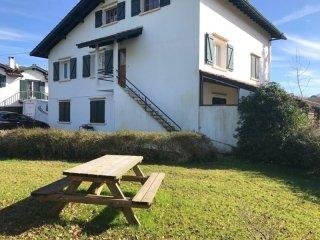 Maison Jauzi Kanta - des vacances dans un cadre verdoyant