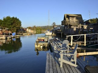 Shell Cottage on Humboldt Bay in King Salmon - Dock in Backyard! Clean & New