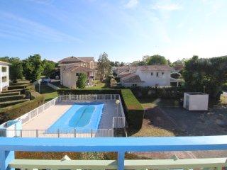 Studio renove dans residence avec piscine proche de la plage